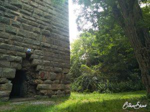 Turm der Ruine von Burg Sponheim.