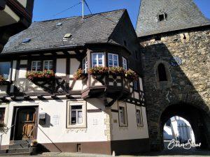 Uhrturm im mittelalterlichen Herrstein.