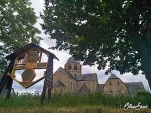 Höhepunkt auf der 6. Etappe des Hildegardweges: Klosterkirche mit Bienenstamm in Sponheim.