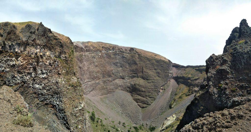 Krater nach dem letzten Ausbruch in 1944.
