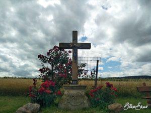 Kreuz im Feld hinter Braunweiler.
