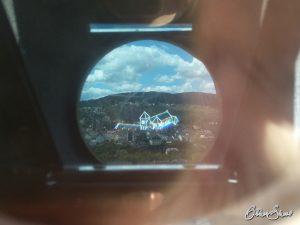 Blick durch den Geschichts-Projektor vor Burg Klopp.