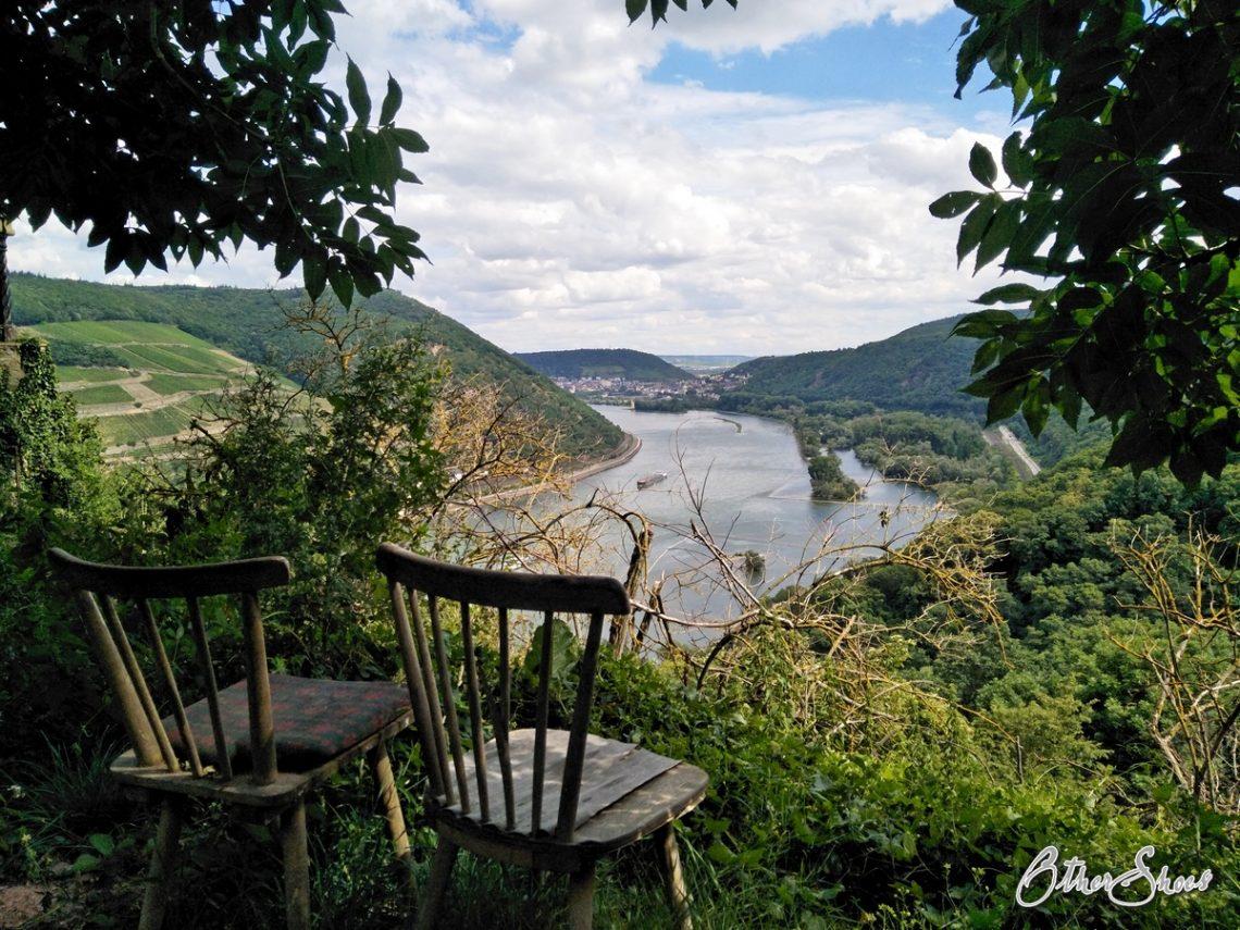 Wanderreisen, Rundreisen und Yoga: Blick ins Welterbe Obere Mittelrheintal auf einer Tour am Rhein