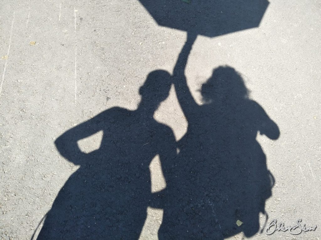 Schattenspiele in der Sommerhitze.