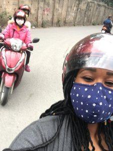 Seit vielen Jahren Standard in asiatischen Großstädten: die modische Atemschutzmaske gegen Feinstaub.
