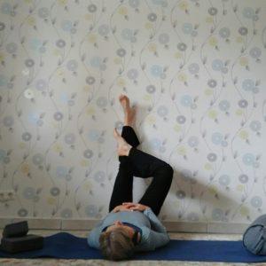 Online Yin Yoga: Beine hoch legen mal anders.