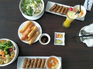 Henkersmahlzeit im Flughafenrestaurant in Hanoi.